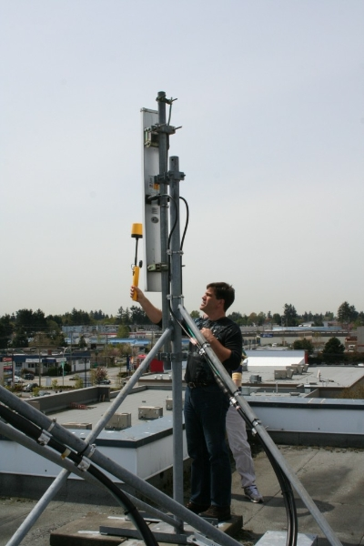 measuring-radiation-levels-from-in-front-of-cellular-antenna